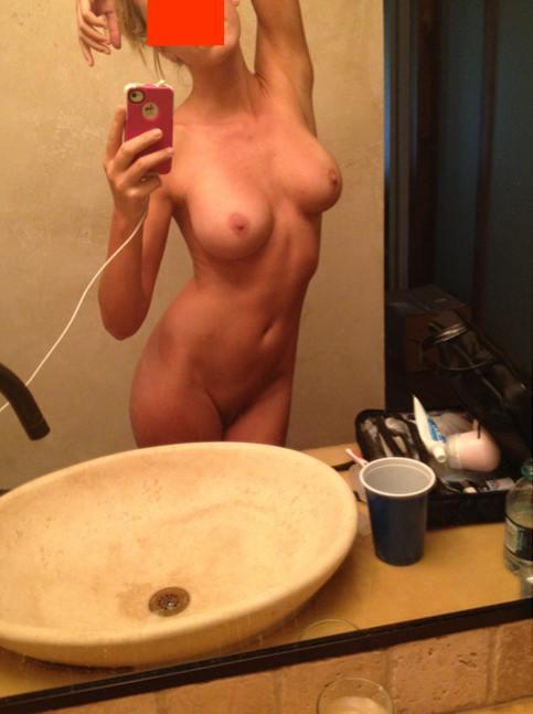Toutes Les Photos Vol Es De Kaley Cuoco Nue Et Topless