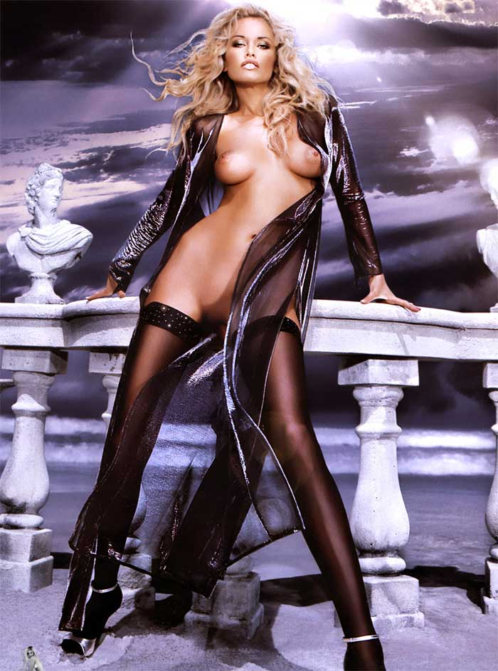 images-adriana-karembeu-nue-dans-photo-n-441-juillet-aout-2007-topless-pubis-sein-bas-collant-talons-jambe-softcore-6638-a4c43