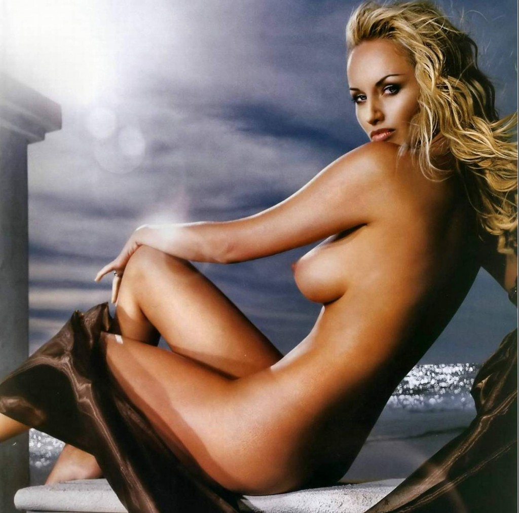 images-adriana-karembeu-nue-dans-photo-n-441-juillet-aout-2007-topless-sein-jambe-softcore-6636-597f2
