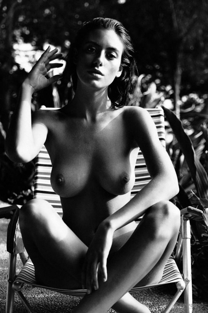 Alejandra-Guilmant-Naked-02-682x1024