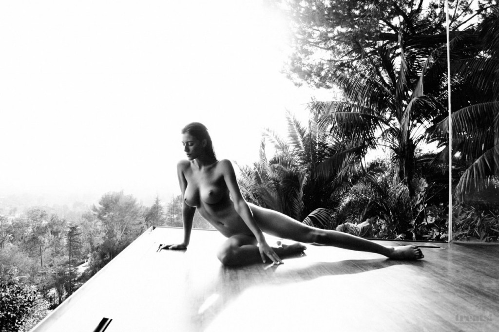 Alejandra-Guilmant-Naked-18-1024x682