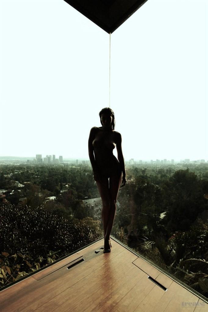 Alejandra-Guilmant-Naked-21-682x1024