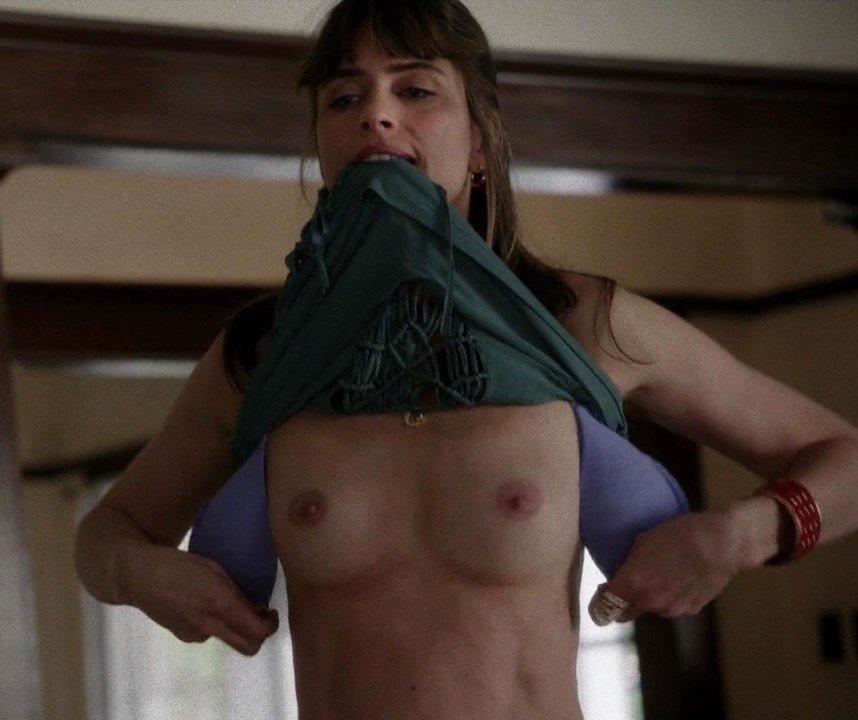 Amanda-Peet-Topless-003