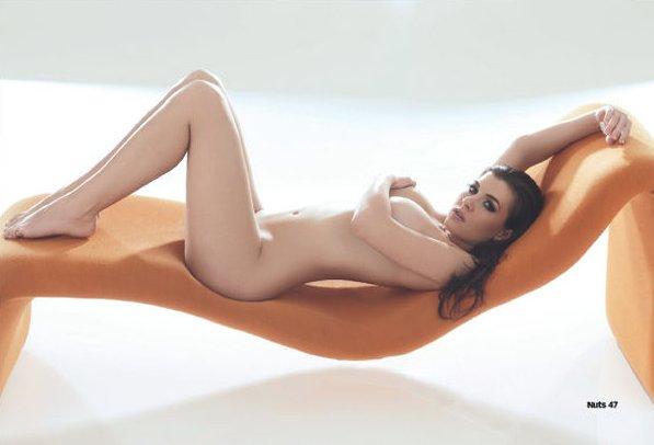 Des photos de Imogen Thomas nue et seins nus