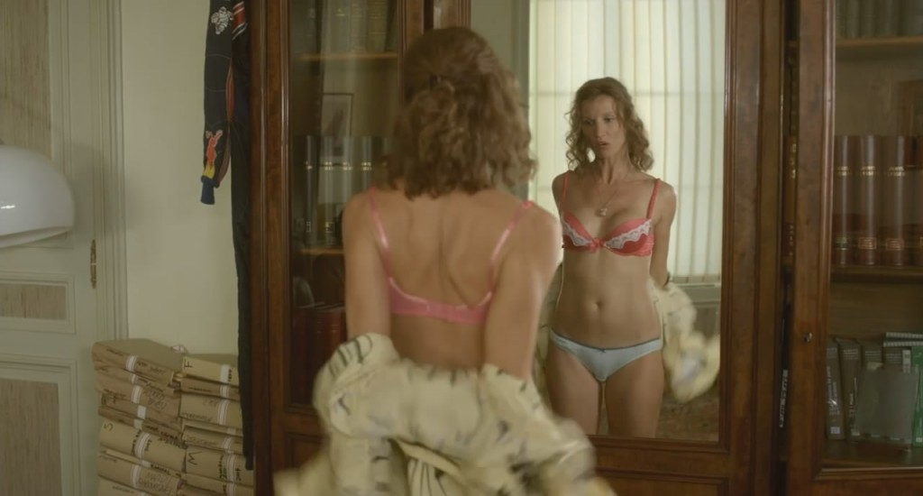 images-alexandra-lamy-nue-dans-film-inconnu-en-sous-vetements-decolette-jambe-soutien-gorge-23541-83b44