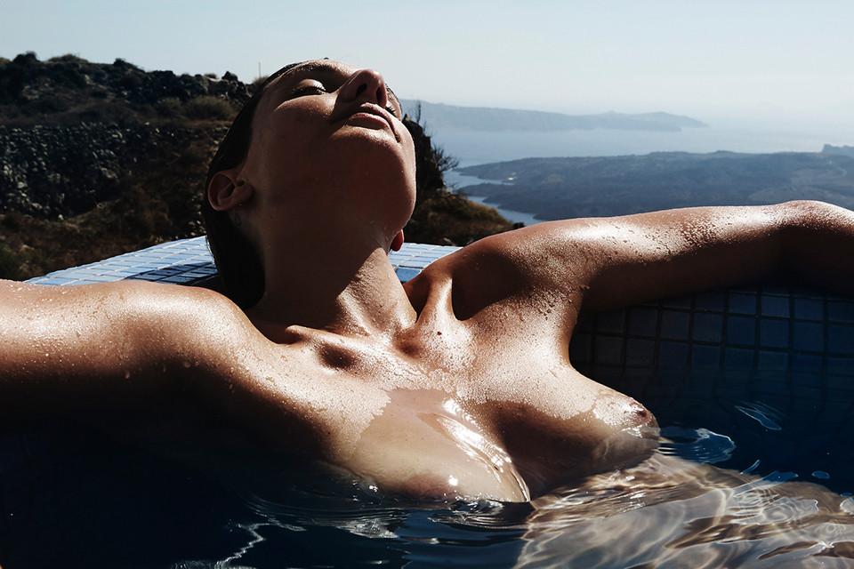 Alexandra-Apostolidis-Naked-8