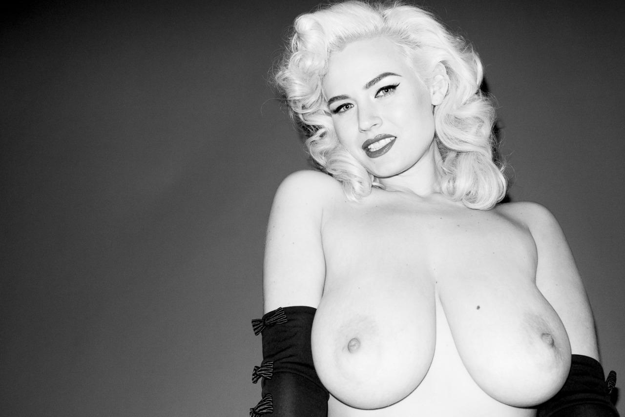 Dreamy Model Naked Photoshoot