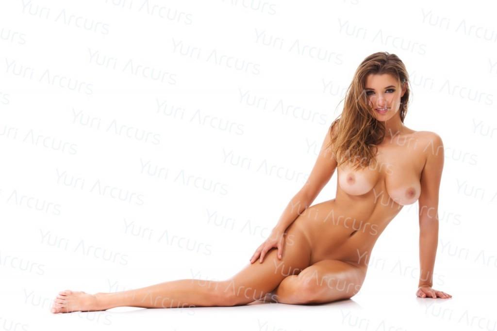 Alyssa-Arce-Naked-25-1024x683