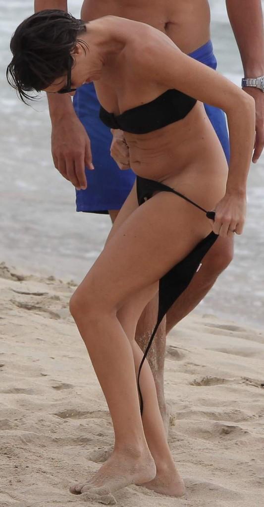 allessandra sublet s'amuse en famille pour la veille  de noel sur la plage de saline.