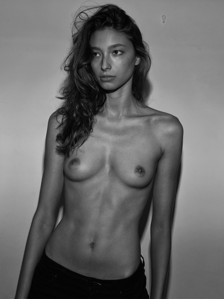 Une photo de Alexandra Agoston nue