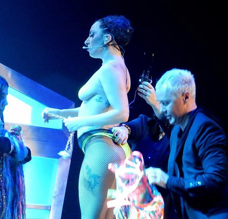 Des photos de Lady Gaga nue sur scene