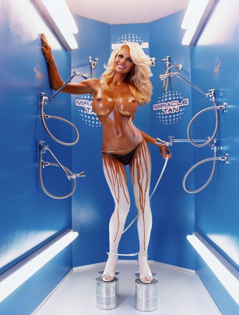 VIDEO Pamela Anderson est entirement nue dans son