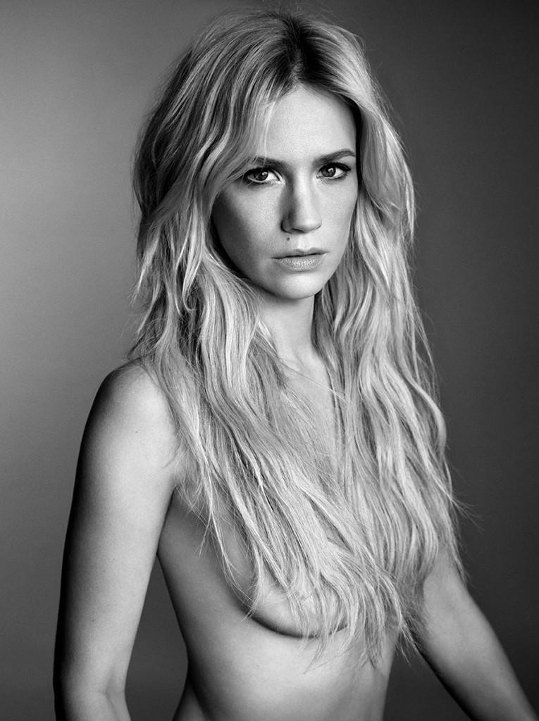 Une photo de January Jones seins nus