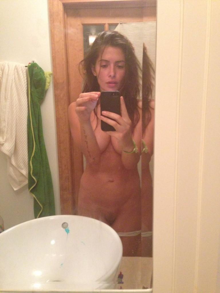 Les photos volées de Sarah Shahi nue