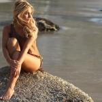 Toutes les photos de Carla Moreau nue et seins nus (Les Marseillais)
