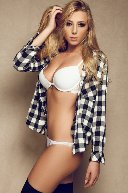 fanny-salvat-nue-seins-nus-les-marseillais-sexy-hot-topless-boobs-4