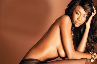 Joëlle Kayembe nue, la bookeuse des Marseillais South Africa