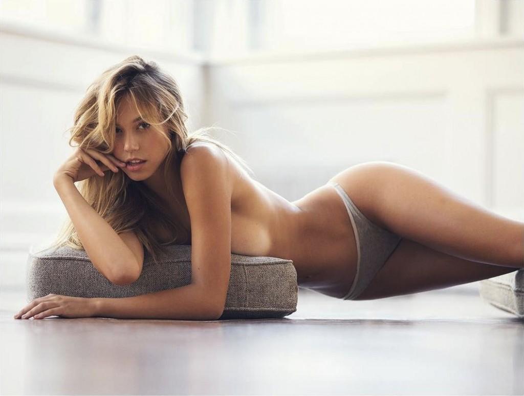 Deux nouvelles photos d'Alexis Ren nue et seins nus