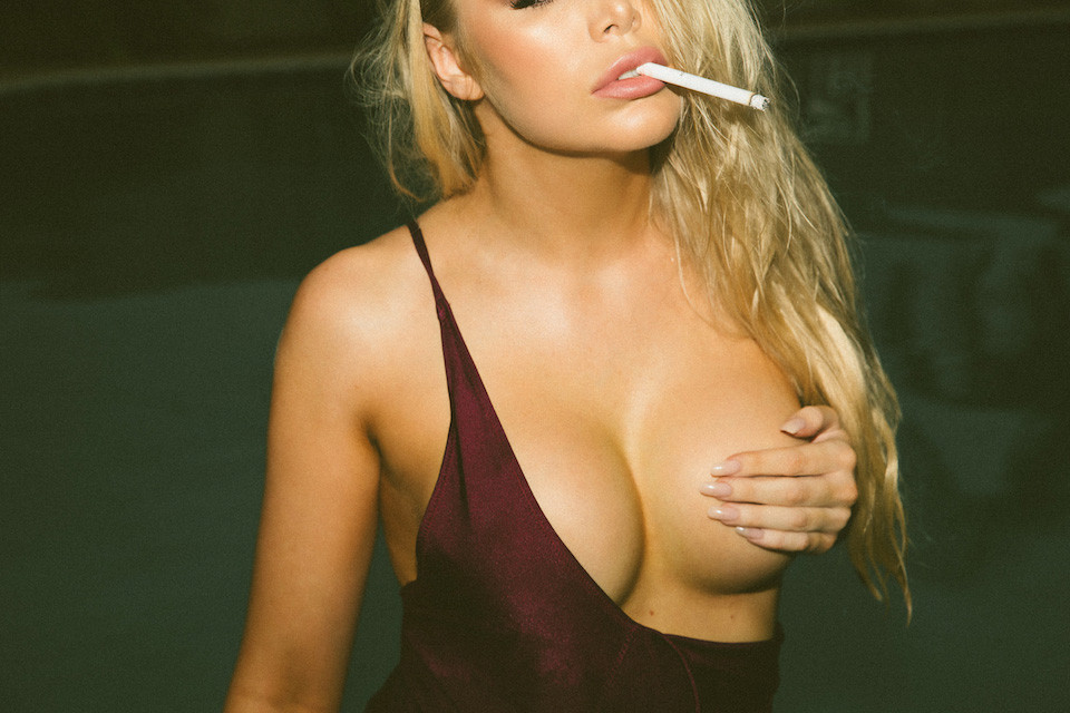 Amy-Jane-Brand-Nue-seins-sexy-2