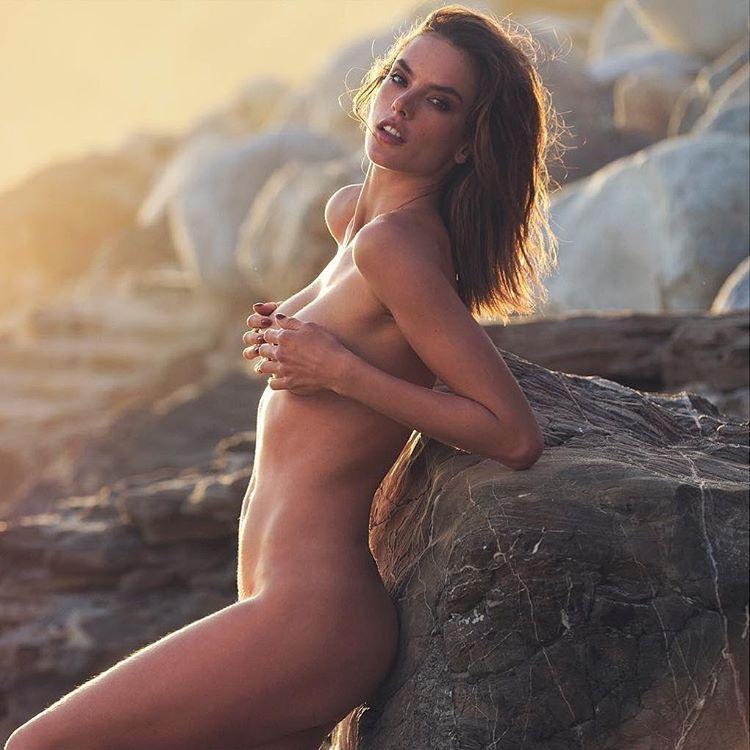 Une nouvelle photo de Alessandra Ambrosio nue