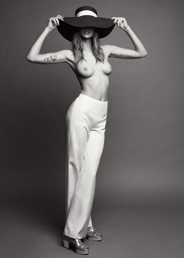 Une photos de Nadja Bender seins nus