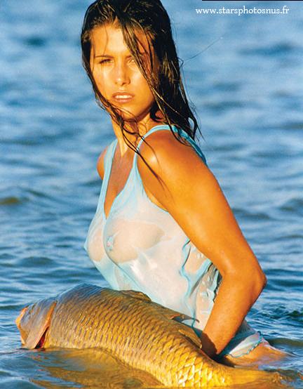 De nouvelles photos de Karine Ferri seins nus
