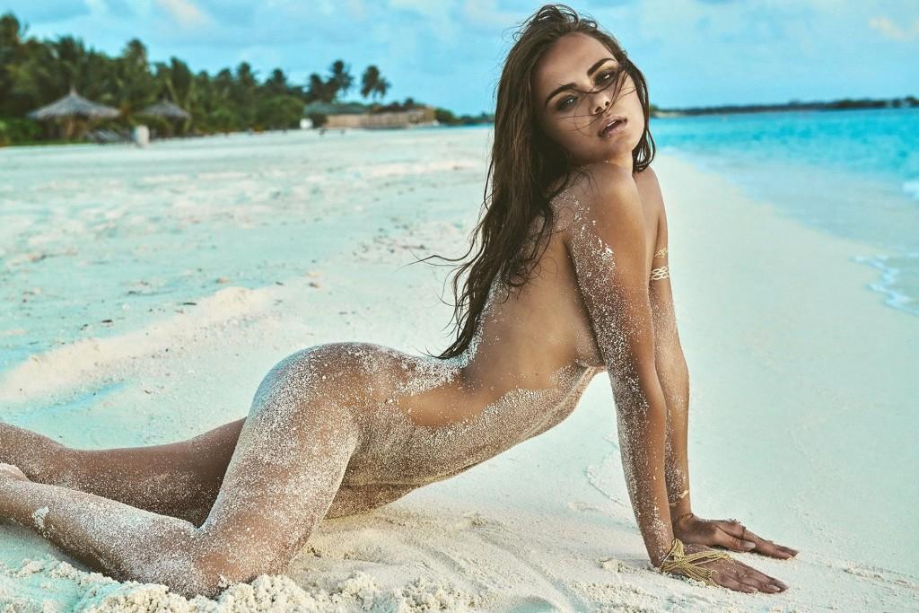 Des photos de Xenia Deli nue et topless