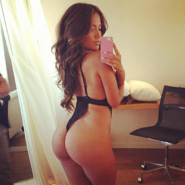 Des photos de Jennifer Lopez nue et seins nus