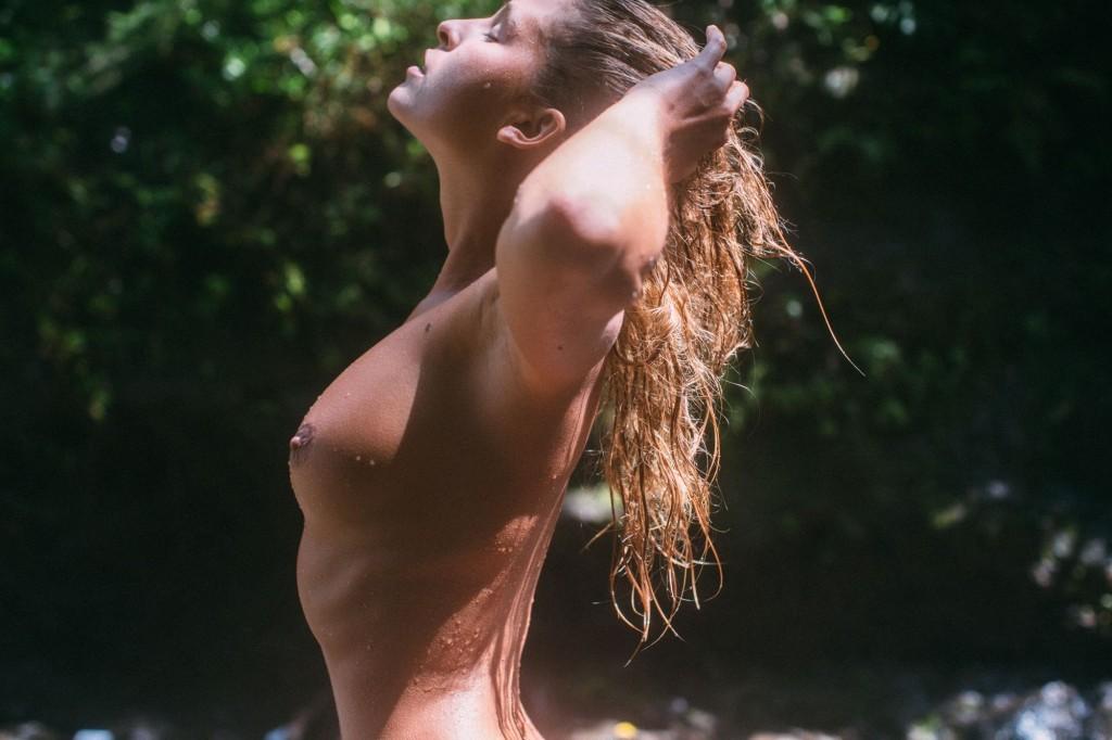 Des photos de Marisa Papen nue et seins nus par Michael Chici