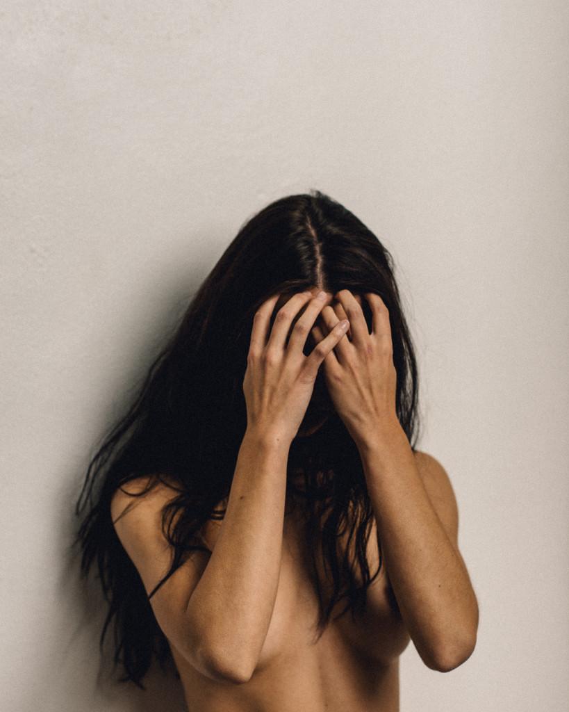 kera-lester-nue-sexy-seins-1