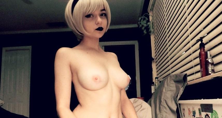 Toutes les photos de Maisie Williams nue et seins nus