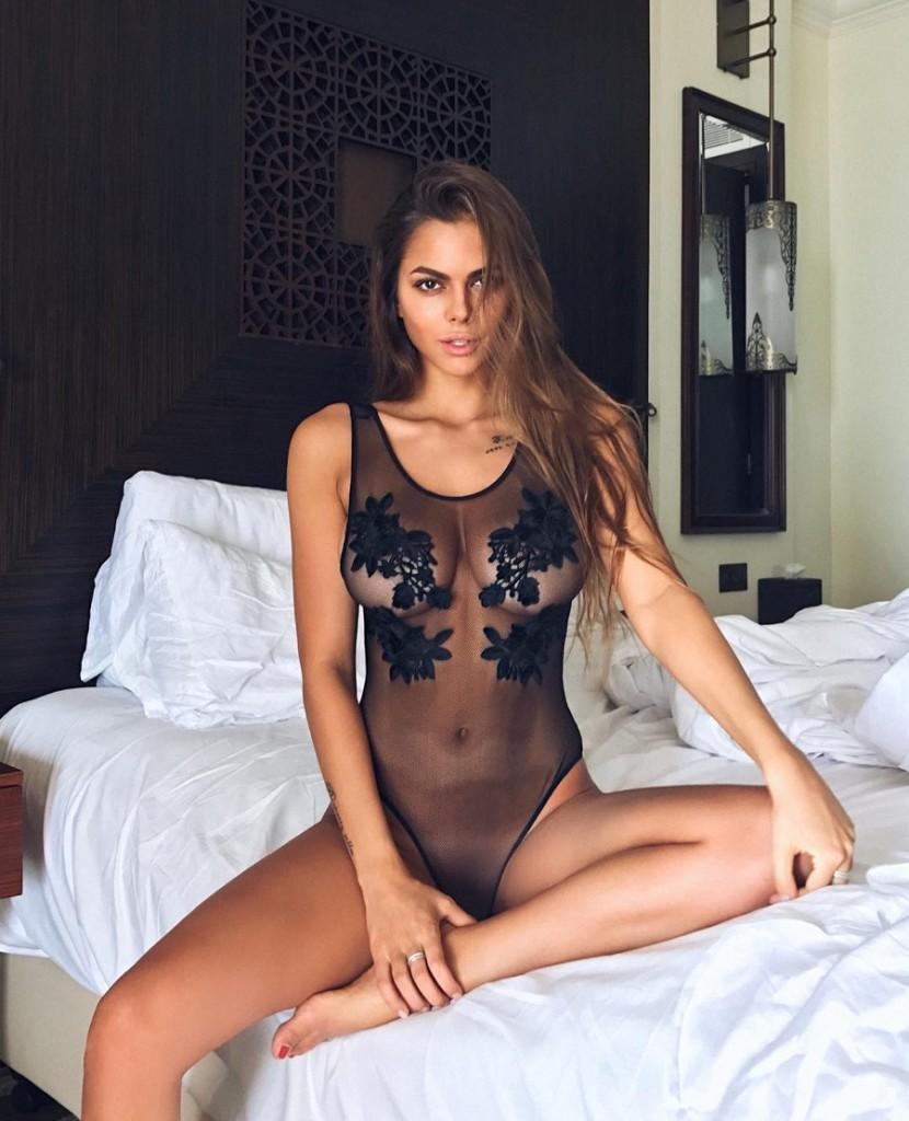 model-viki-odintcova-nue-seins-sexy-2