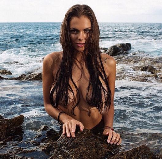 model-viki-odintcova-nue-seins-sexy-8