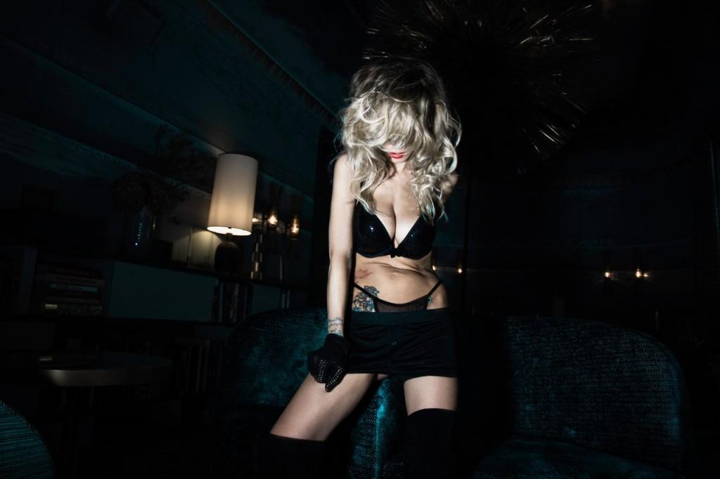 Des photos de Tristane Banon nue et seins nus pour Playboy