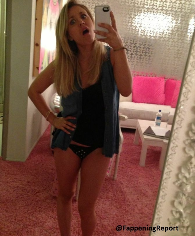 kaley cuoco nue naked topless photos volees