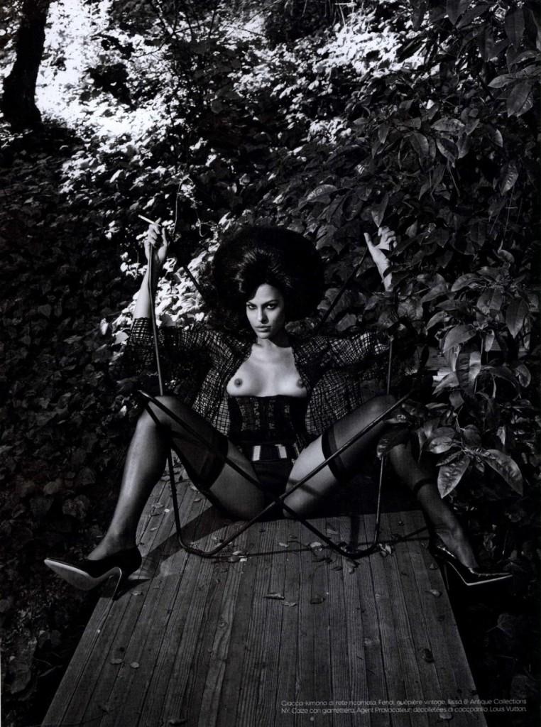 Eva-Mendes-Naked-09