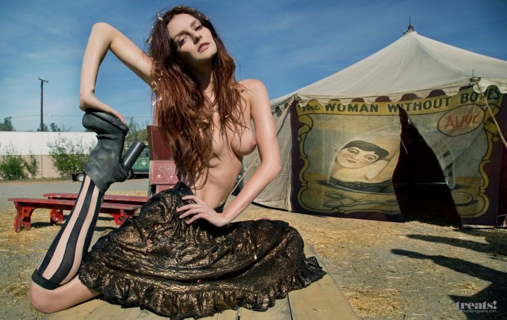 Lydia Hearst nue de Gossip Girl topless