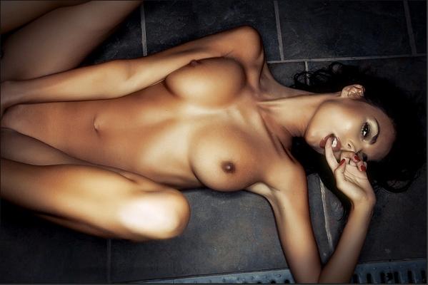 Laura Giraudi (Îles des vérités 3) nue et topless
