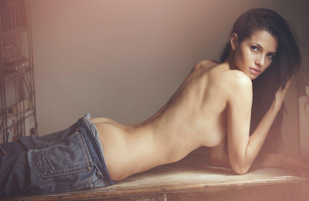 Des photos de Emely Fardo nue