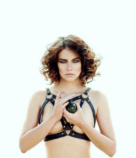 Lauren-Cohan-Topless-02