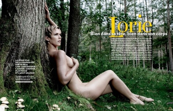 Les photos de Lorie nue dans un magazine