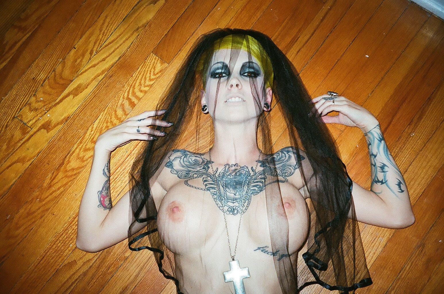 sara x mills naked