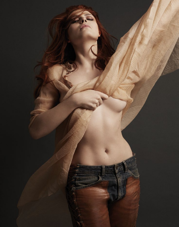 Elodie Frégé nue