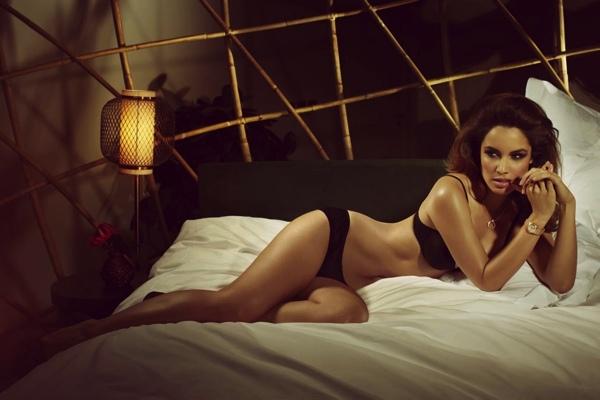 Les photos de Bérénice Marlohe nue et seins nus