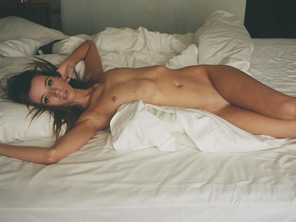 Des photos de Rebecca Louise nue