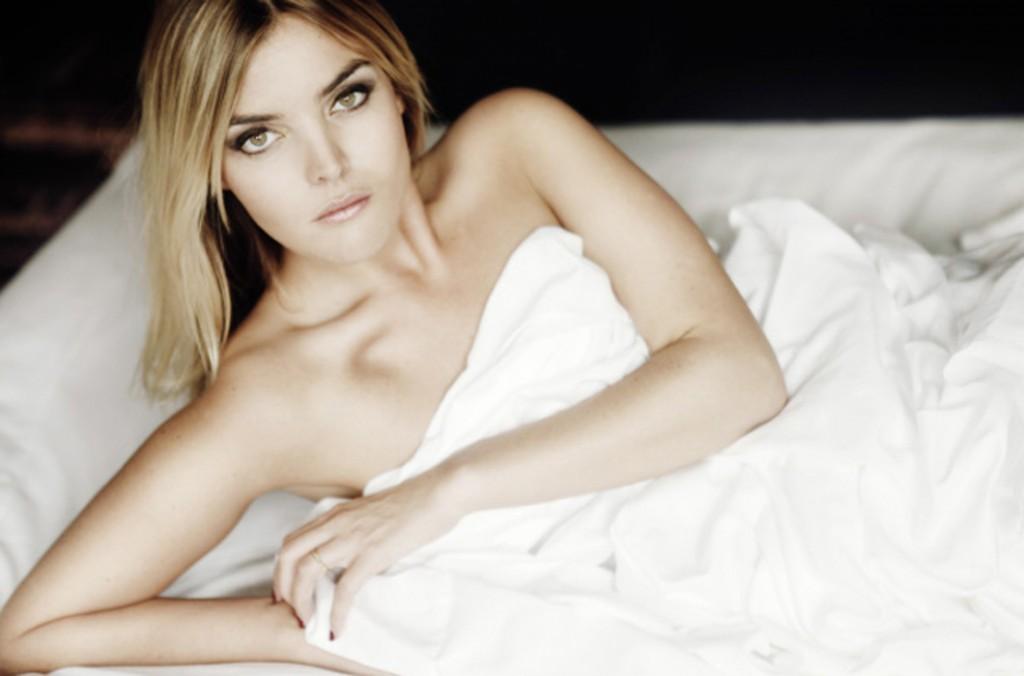 Toutes les photos de Justine Fraioli nue et seins nus