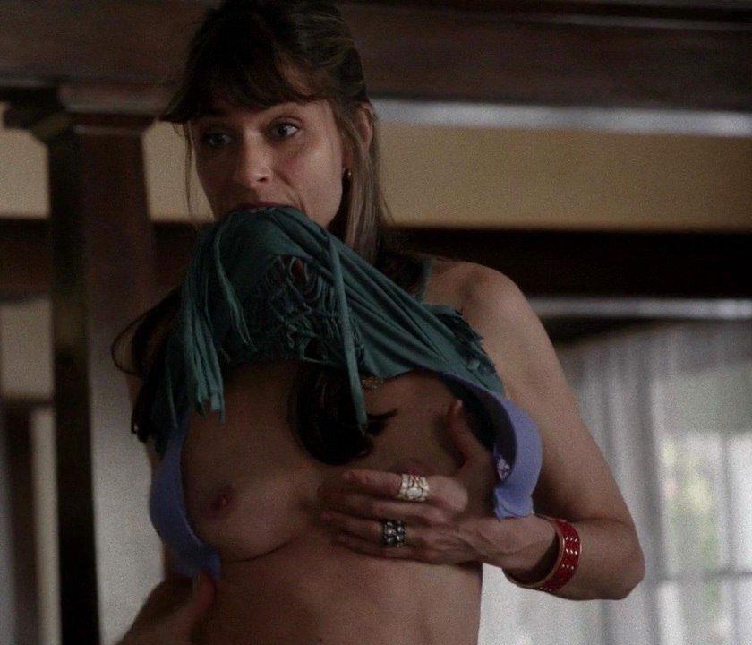 Amanda-Peet-Topless-002