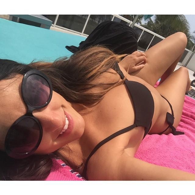 Des photos de Claudia Romani SS9 nue et seins nus
