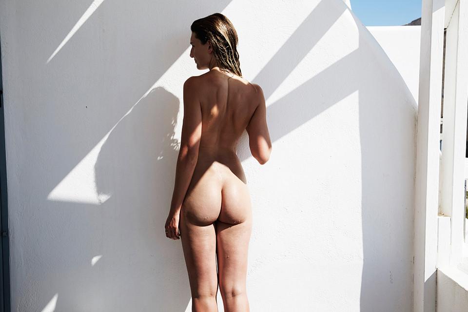 Alexandra-Apostolidis-Naked-6