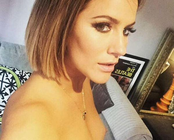 Caroline Flack seins nus sur instagram